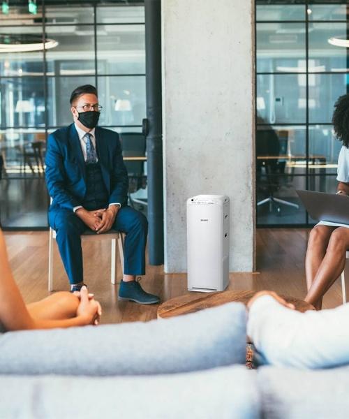Luftreiniger schützen im Büro vor Corona